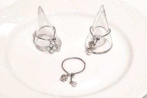 チェーン リングの人気のデザイン スワロフスキー社のクリスタルガラス使用